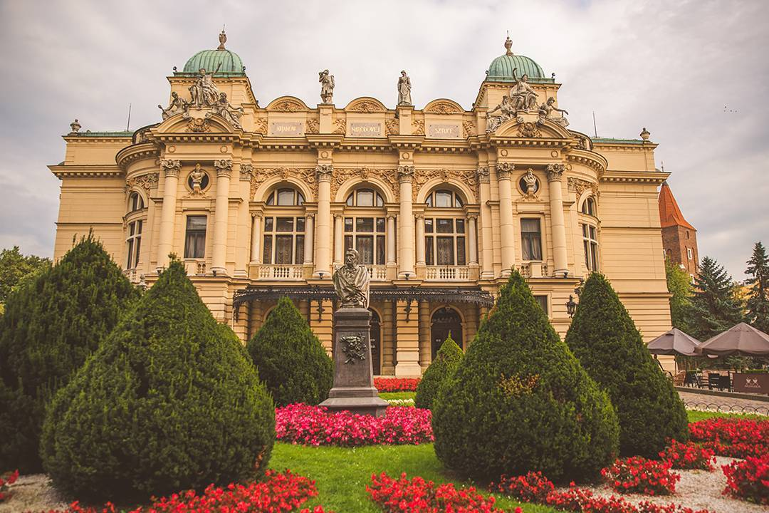 Another view of the Juliusz Słowacki Theatre in Kraków, because it's basically the most beautiful building ever.