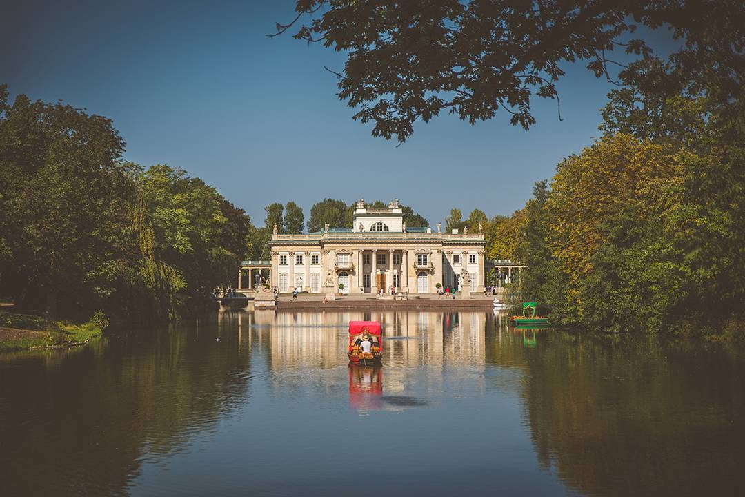 The pałac Łazienkowski (or Palace on the Isle) in Łazienki Park was originally a bathhouse built in the 1600s, but it became the Polish king's summer residence in the 1700s. My boyfriend's uncle was the director of Łazienki Park until his recent death, so Jack got to spend his visits back to Poland living in the castle apartment and running around the park after hours. I've seen old home movies of him unwrapping Christmas gifts . . . in a castle.