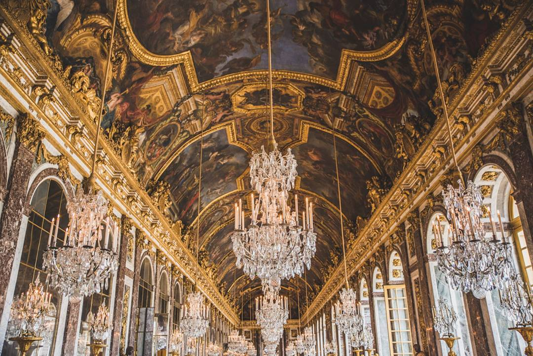 In The Hall Of Mirrors At The Palace Of Versailles Ettible